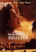 Asediada (1998)