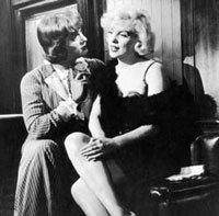 Marilyn canta