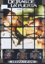 Detrás de la puerta (1982)