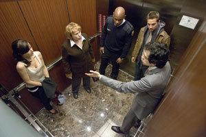 Extraños en el ascensor